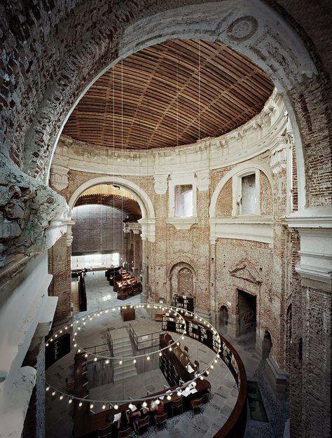 La biblioteca iglesia de las antiguas Escuelas Pías de San Fernando