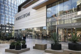 All The Best Shopping Malls In Los Angeles Indoor Out Momsla Shopping Mall Design Mall Design Shopping Mall Architecture