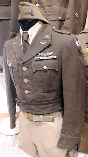 Uniforme oficial piloto especializado de la 9ª Fuerza Aerea USAAF, perteneciente a teniente de 1ª.