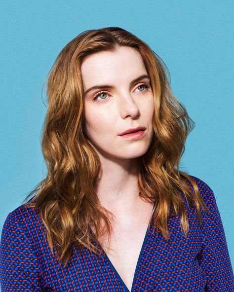 Glow S Betty Gilpin Tells Us How She Transformed Into A Wwe Style