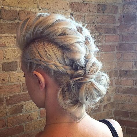 50 Braided Mohawk Hairstyles Are you searching for a hairstyle that's classy yet edgy, feminine yet sassy, and smart yet playful all at once? Look no further – the braided mohawk is everything you have been dreaming of. Mohawk Updo, Braided Mohawk Hairstyles, Box Braids Hairstyles, Pretty Hairstyles, Wedding Hairstyles, Faux Hawk Updo, Braided Faux Hawk, Faux Mohawk, Long Hair Mohawk