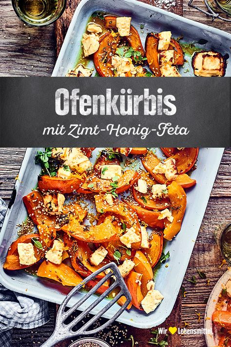 Frisch aus dem Ofen und am besten noch dampfend genießen: Unser Rezept für aromatischen Ofenkürbis mit Zimt, Honig und Feta bringt den Herbst auf den Tisch! #edeka #rezept #ofenkürbis #kürbis #vegetarisch