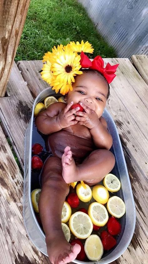 25 French Baby Names that will Have Your Kid Feeling Très Chic - Boy Girl Names - 25 French Baby Names that will Have Your Kid Feeling Très Chic Cute Black Babies, Black Baby Girls, Beautiful Black Babies, Beautiful Children, French Kids, French Baby, Hispanic Baby Names, Baby Name Generator, Baby Fruit