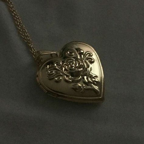 Jewellery Market onto Jewellery Repair beneath Gold Locket Australia her Locket Necklace Etsy where Sterling Silver Heart Locket Necklace Large Cute Jewelry, Jewelry Accessories, Jewlery, Vintage Jewelry, Accesorios Casual, Mode Inspiration, Bling, Pendant Necklace, Heart Locket Necklace