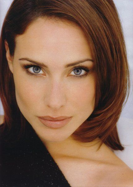 Claire Forlani - if those aren't 'come to bed eyes' I don't know what are :-) grrrrr
