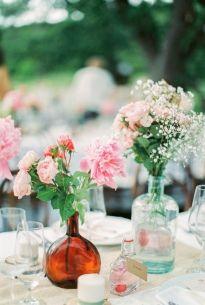 Peter and Veronika - Un mariage champetre en rose et rouge - La mariee aux pieds nus #wedding #decoration