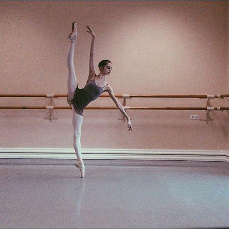 Do you even fouetté? Ballet Images, Ballet Pictures, Dance Pictures, Ballerina Dancing, Ballet Dancers, Vaganova Ballet Academy, Ballet Dance Photography, Dance Photo Shoot, Paris Opera Ballet