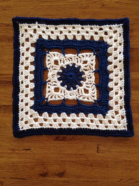 """Day 29: 12"""" Block of the Day - Arches Square by Dayna Audirsch  Free Pattern: http://dayna.tdgservices.com/ShowPattern.aspx?PatternID=53  #TheCrochetLounge #12inch Pick #grannysquare #crochet"""