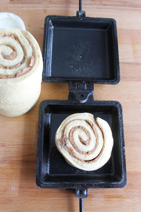 These camp cooker cinnamon buns are an easy and tasty treat to make while camping. Check out the recipe and find tips for perfect camping cinnamon buns. Camping Cooker, Camping Meals, Tent Camping, Glamping, Backpacking Meals, Camping Hacks, Camping Dishes, Ultralight Backpacking, Best Camping Recipes
