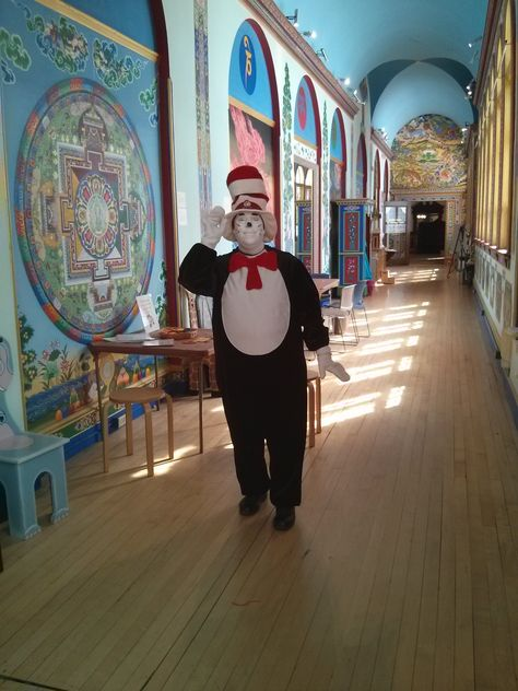 A special visitor stopped by the Art Discovery Center!