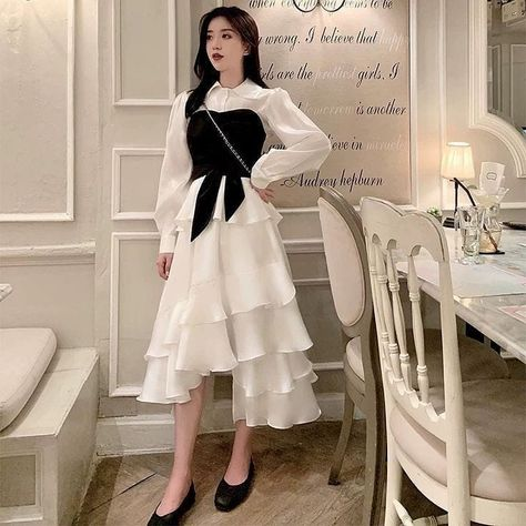 Girly casual outfit vintage style fall 2020 gentle k-pop shopping instagram highschool