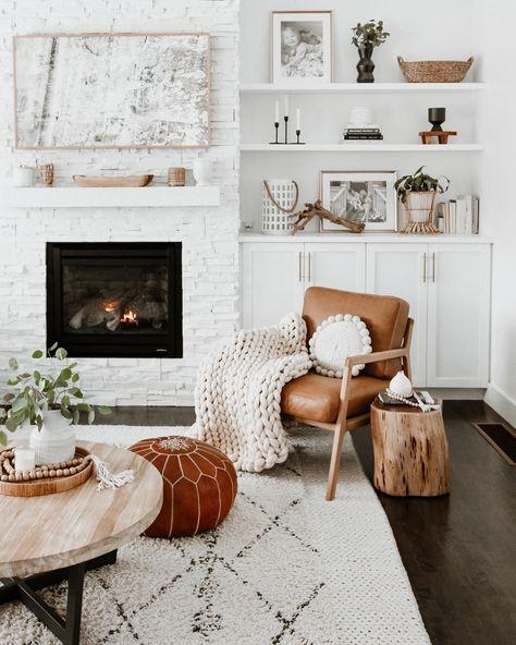Mid Century & Modern Lounge Chairs