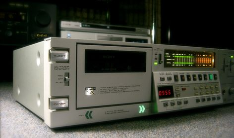 AKAI GX-F66R Cassette Tape Deck - 1981