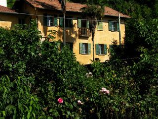 Amazing Freistehendes Und Stilvoll Rustikal Mцbliertes 4 Zimmer Haus Mit  Romantischem Garten