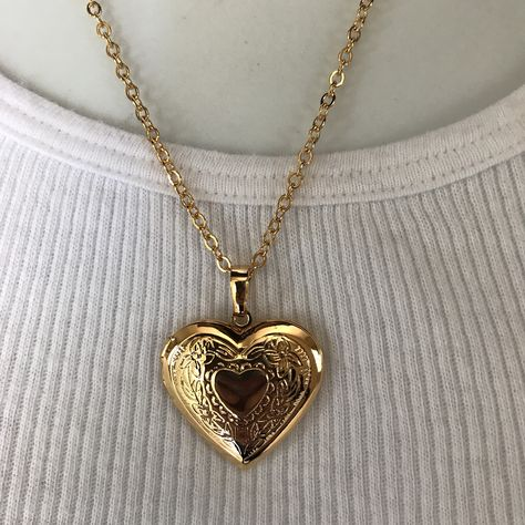 >>>Pandora Jewelry OFF! >>>Visit>> New gold locket photo heart necklace Fashion trends Fashion designers Casual Outfits Street Styles Dainty Jewelry, Cute Jewelry, Pandora Jewelry, Vintage Jewelry, Jewelry Accessories, Heart Locket Necklace, Gold Locket, Gold Necklace, Vintage Locket Necklace