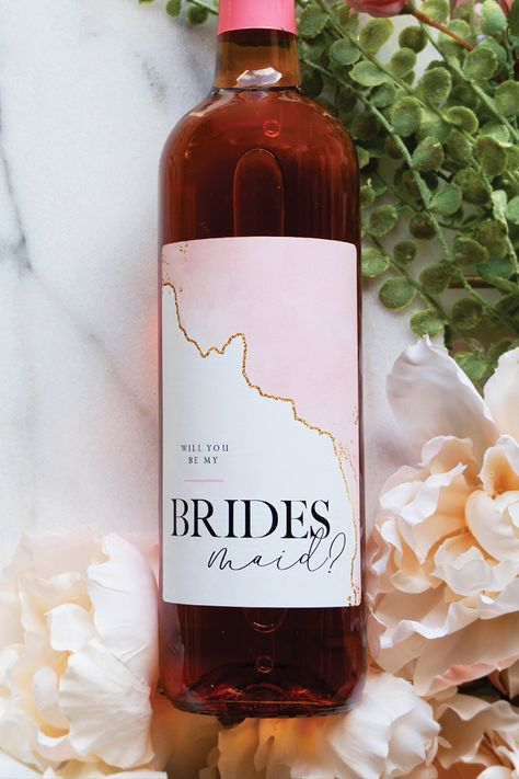 Will you be my bridesmaid wine label. Will you be my bridesmaid wine label. Brides Maid Proposal, Bridesmaid Proposal Gifts, Will You Be My Bridesmaid Gifts, Bridesmaid Gift Boxes, Bridesmaid Ideas, Asking Bridesmaids, Bridesmaids And Groomsmen, Wedding Bridesmaids, Wedding Proposals