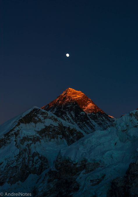 Everest Last light on Mt. Everest, as seen from mt. Image is not edited/photoshoped as most of the pictures those days, colors are very close to what I saw with my eyes that evening IG: Mount Everest Climbers, Mount Everest Base Camp, Everest Base Camp Trek, Monte Everest, Landscape Photography, Nature Photography, Travel Photography, Photography Backgrounds, Himalayan