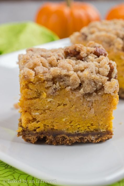 Thick Pumpkin Crumble Bars - Thick pumpkin filling layered over a ginger snap crust, and topped with a brown sugar pecan crumble. (Recipe & photo by: Baked by an Introvert) Fall Desserts, Just Desserts, Delicious Desserts, Dessert Recipes, Easy Dessert Bars, Thanksgiving Desserts, Health Desserts, Drink Recipes, Pumpkin Recipes