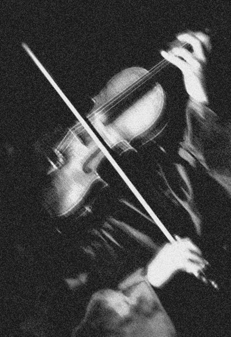Sherlock playing the violin Dance Aesthetic, Gray Aesthetic, Black And White Aesthetic, Aesthetic Photo, Aesthetic Pictures, Aesthetic Gif, Aesthetic Vintage, Black And White Picture Wall, Black And White Pictures