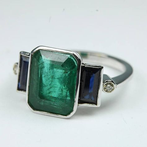 Jewelry Rings Art Deco Style White Gold Emerald, Sapphire and Diamond Ring Size: - Art Deco Ring, Art Deco Diamond, Art Deco Jewelry, Jewelry Rings, Jewelry Accessories, Fine Jewelry, Jewelry Design, Art Deco Emerald Ring, Hippie Jewelry
