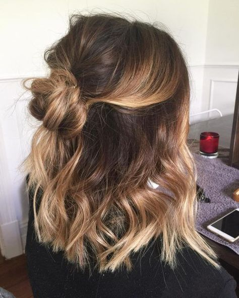 28 Cute Hairstyles for Medium Length Hair (Popular for Mid length hair has never been hotter than it is right now. Some cool styles featured here include the LOB, balayage highlights, ombre color, and must-try layers. Source by casual hairstyles Easy Casual Hairstyles, Sweet Hairstyles, Latest Hairstyles, Cute Hairstyles For Medium Hair, Hairstyles For Medium Length Hair Easy, Cute Hair Cuts Medium, Braid Hairstyles, Celebrity Hairstyles, Professional Hairstyles