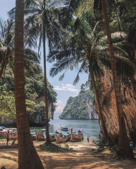 Thailand is a great destination if you're interested in taking your first solo female travel adventure. This article has great tips and hacks plus great travel photography! #Wanderlust #travel #traveltips #travelphotography #traveldestinations #thailand