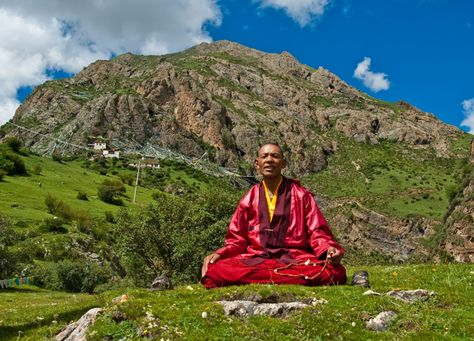 Az Öt Tibeti előnye, hogy gyakorlásához nagyon kevés idő kell, mégis azonnal hatnak.A gyakorlatok végzése során a légzés jelentős szerepet játszik, figyelnünk kell arra, hogy helyes ritmusban lélegezzünk, így biztosítva az izmaink megfelelő működéséhez szükséges oxigén szállítását. Ha teljes koncentrációval végezzük ezeket a gyakorlatokat, azzal világosan tudtára adjuk fizikai testünknek, hogy mit akarunk: vibráló kortalan életerőt. Ha a test világos ü