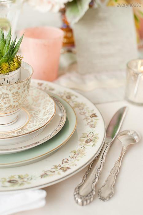 I Love The Idea Of Mismatched Vintage Plates And Silverware Vintage Wedding Table Settings Vintage Crockery Mismatched China