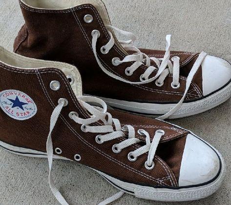 Converse Haute, Mode Converse, Brown Converse, Converse Outfits, Converse All Star, Converse Sneakers, Dark Green Converse, High Top Converse, Converse Chuck Taylor