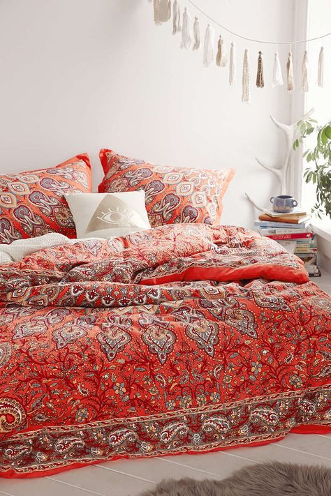 Plum & Bow Avani Medallion Comforter - Urban Outfitters wish these were in the british urban outfitters:-(