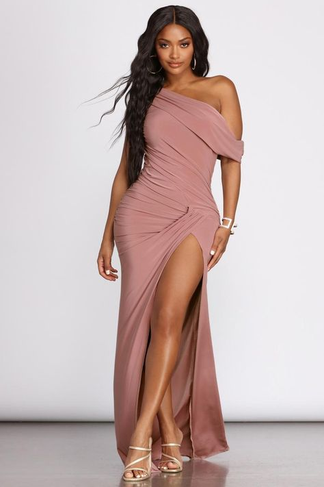 Hug that body tight without giving away too much in our Kaleigh dress! She features an asymmetrical off the shoulder neckline, ruching down the sides, a high sideslit and a stretchy body hugging fabric. Dresses For Sale, Prom Dresses, Wedding Dresses, Long Dresses, Off Shoulder Evening Gown, Off Shoulder Long Dress, Dress Plus Size, Plus Size Gowns Formal, Plus Size Dresses To Wear To A Wedding