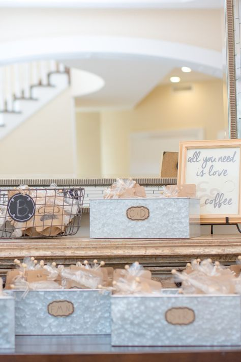 Cute coffee wedding favor idea that guests will actually enjoy! | Photo: Tina Elizabeth Photography #njwedding #weddingfavors #weddingfavorideas #coffeeweddingfavor