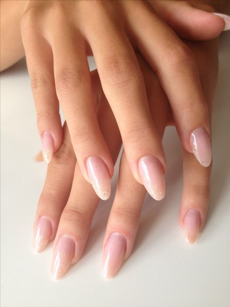 Looking For Some Pretty Nail Acrylic Art Designs If You Want To Find A New Look In This Season Then Try Some Ac Glitter Nails Acrylic Trendy Nails Oval Nails