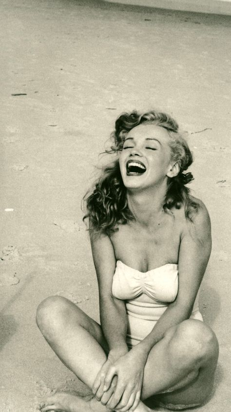 Top quotes by Marilyn Monroe-https://s-media-cache-ak0.pinimg.com/474x/3e/b5/43/3eb543ba85b345fac0e3e0b9e6f317ab.jpg