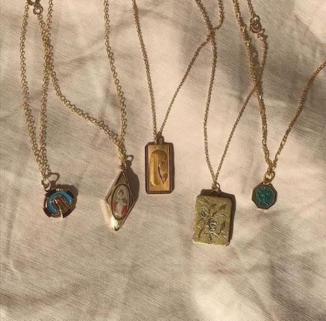 ✔ Aesthetic Makeup Looks Grunge Cute Jewelry, Jewelry Accessories, Women Jewelry, Gold Jewelry, Hippie Jewelry, Trendy Jewelry, Summer Jewelry, Antique Jewelry, Vintage Jewelry