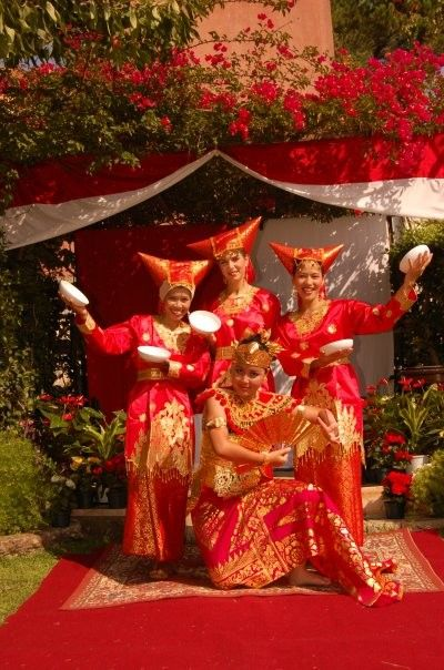Ragam Gerak Tari Piring : ragam, gerak, piring, Piring, (Saucer, Dance), Sumatra,, Indonesia, Budaya,, Penari,, Tarian