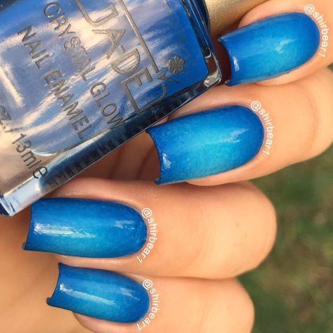 Blue Circular Gradient nails