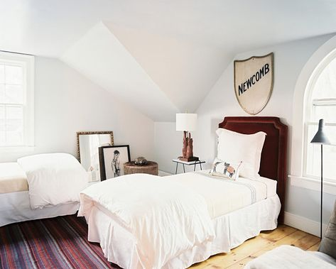 Bedroom With Artistic Details GOOD IDEA FOR TWIN BED ARRANGING