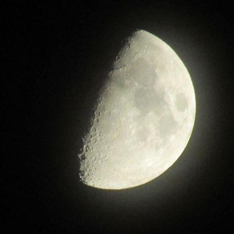 上弦の月は昨日だったか #lastquarter #lastquartermoon #moon #今空 #いまそら #上弦の月