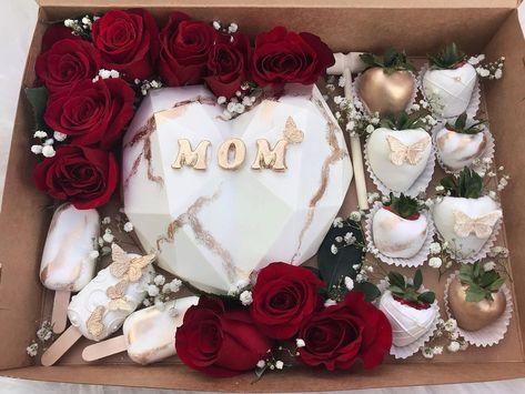 Strawberry Box, Strawberry Hearts, Strawberry Decorations, Chocolate Decorations, Chocolate Bouquet Diy, Cake Pop Designs, Chocolate Covered Treats, Pinata Cake, Valentine Desserts