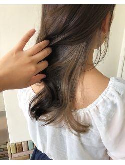 インナーカラー ミルクティーベージュ ヘアスタイリング 髪型 髪 色