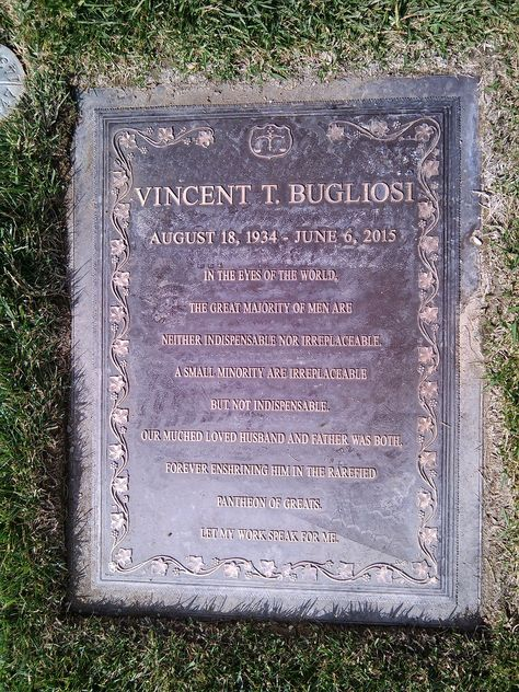 Grave Of Vincent Bugliosi At Forest Lawn Memorial Park Glendale Famous Graves Headstones Grave Marker