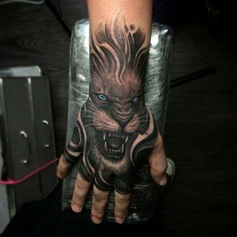 18 Tatuajes para hombres en el brazo medianos