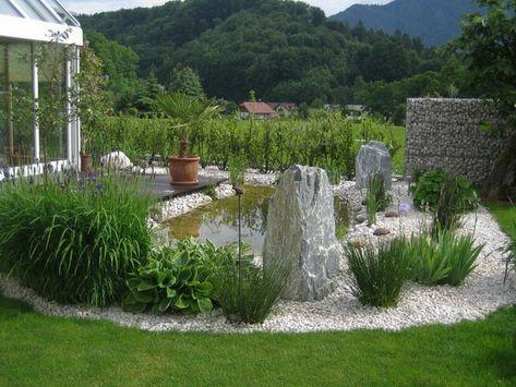 teich, grüne pflanzen und steine für eine schöne garten gestaltung - vorgarten moderne gestaltung