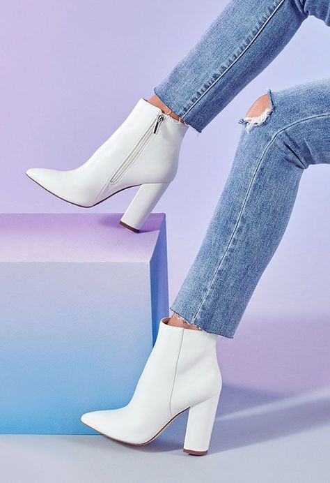 Stylish winter boots are a must for the winter season Whether you prefer boots and leggings booties and sweaters or other winter fashion boots outfits you need to check out these 10 must have boots for winter 2019 Stylish Winter Boots, Winter Fashion Boots, Fashion Shoes, Cute Winter Boots, Winter Heels, Latex Fashion, Fashion Goth, Steampunk Fashion, Fashion Wear