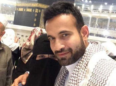 Indian Cricketer Irfan Pathan With Wife Safa Baig The Wedding Took Place In The Holy City Of Mecca And It Was A Low Key Pathan Got Married Celebrity Weddings