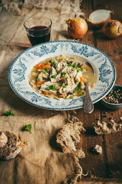Une version plus légère à base de crozets (bien loin des gratins dégoulinants de fromage, tellement bon mais ennemi numéro un de la ligne !) qui ravira les plus gourmands. Un bouillon avec quelques carottes, du celeri, quelques herbes, des crozets et un peu de poulet rôti du marché. #crozets #foodphotography