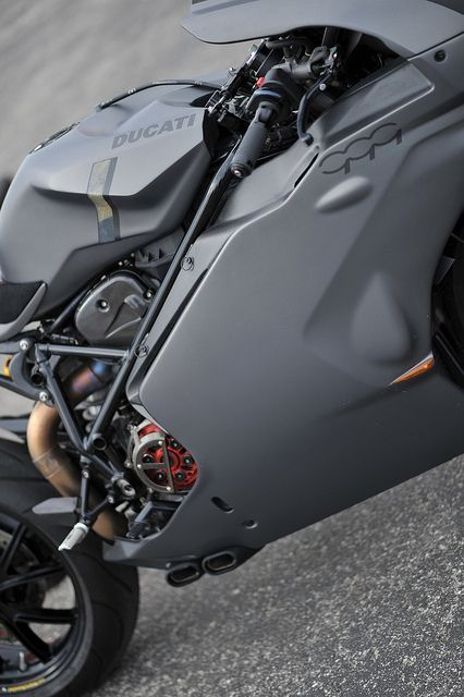 Ducati 999   Matte Gray Makes The Dry Clutch And Other Mechanical Goodies  Stand Out.