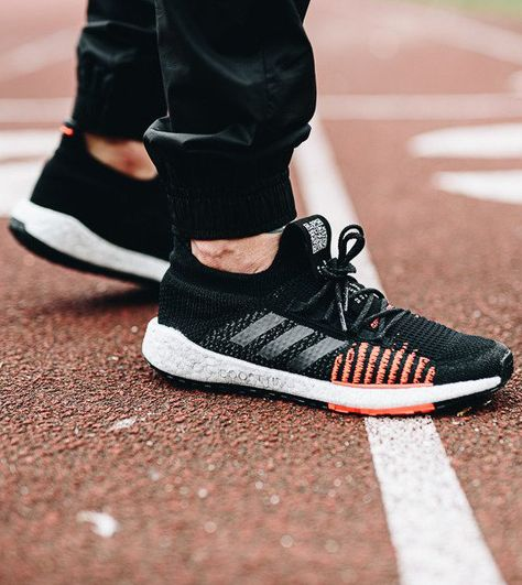 Tênis masculino Adidas Pulseboost com jogger preta