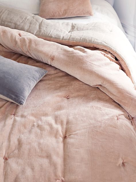 Snuggle up under our supersoft padded 100% cotton velvet quilt. Backed in soft natural linen with a hand tufted velvet front in soft blush, our velvet & linen kingsize quilts are made exclusively for Cox & Cox. Each quilt comes presented in a high quality fabric-backed zip bag with handle, making it a great gift and easy to store away when not in use. Use on top of your duvet for extra warmth during the winter months, or with a lightweight cotton sheet over the summer. Soft Blush, a pearly…